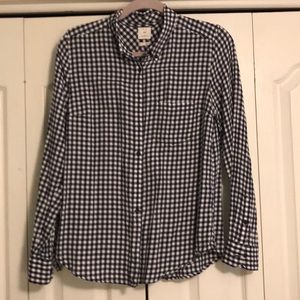Medium navy gap button up. Great condition